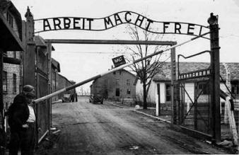 NS_Auschwitz_Eingang_Arbeit_frei