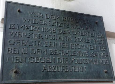 Gedenktafel auf der Fassade des Cafe Griensteidl in der Herrengasse in Wien.