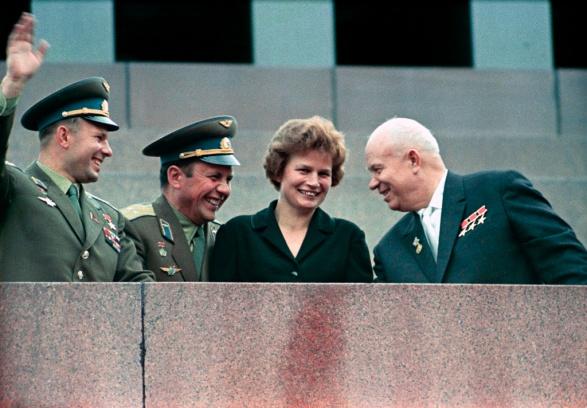 Sowjetunion_Khrushchev,_Tereshkova,_Gagarin