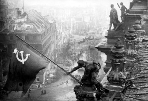 Berlin, 2.5.1945, russ. Fahne auf Reichstag Nr.1 / russ. flag on